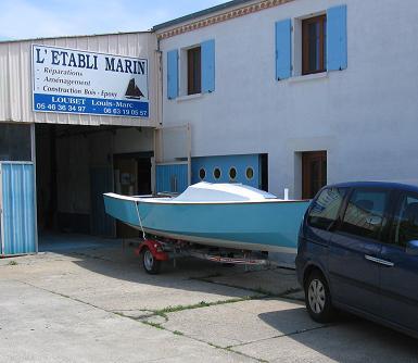 voilier transportable Lili 6,10 sur sa remorque